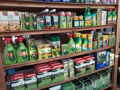 plantenvoeding en bestrijdingsmiddelen bij Jonkheer Plantencentrum Hillegom